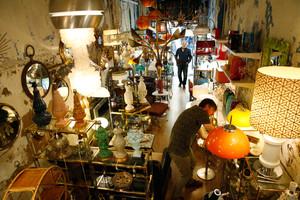 Armando de David, paraíso de las lámparas y los muebles vintage.