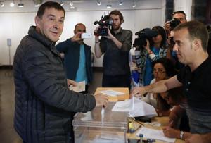 Arnaldo Otegi, que votó en las pasadas elecciones generales de junio, defiende su derecho a ser candidato a lendakari.