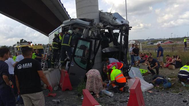 Cinc morts en un greu accident d'autobús a Avilés