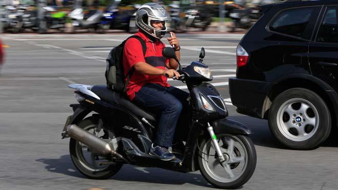 Barcelona pide extremar la vigilancia en las carreteras ante el repunte de accidentes de motos.
