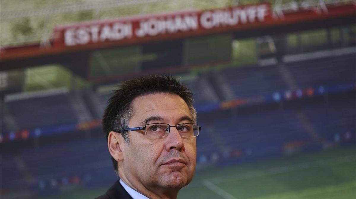 Bartomeu, en Sant Joan Despí anunciando la primera piedra del estadio Johan Cruyff.