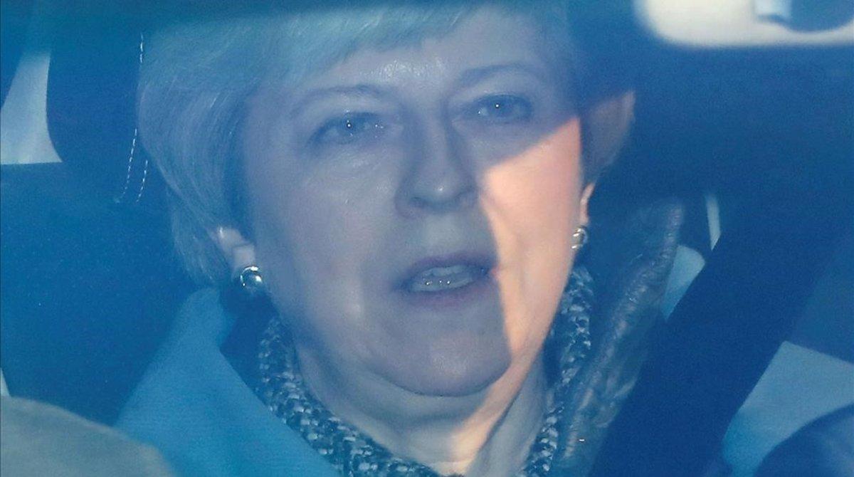 Theresa May se dirige a la Cámara de los Comunes a bordo de su coche oficial, el 1 de abril del 2019.