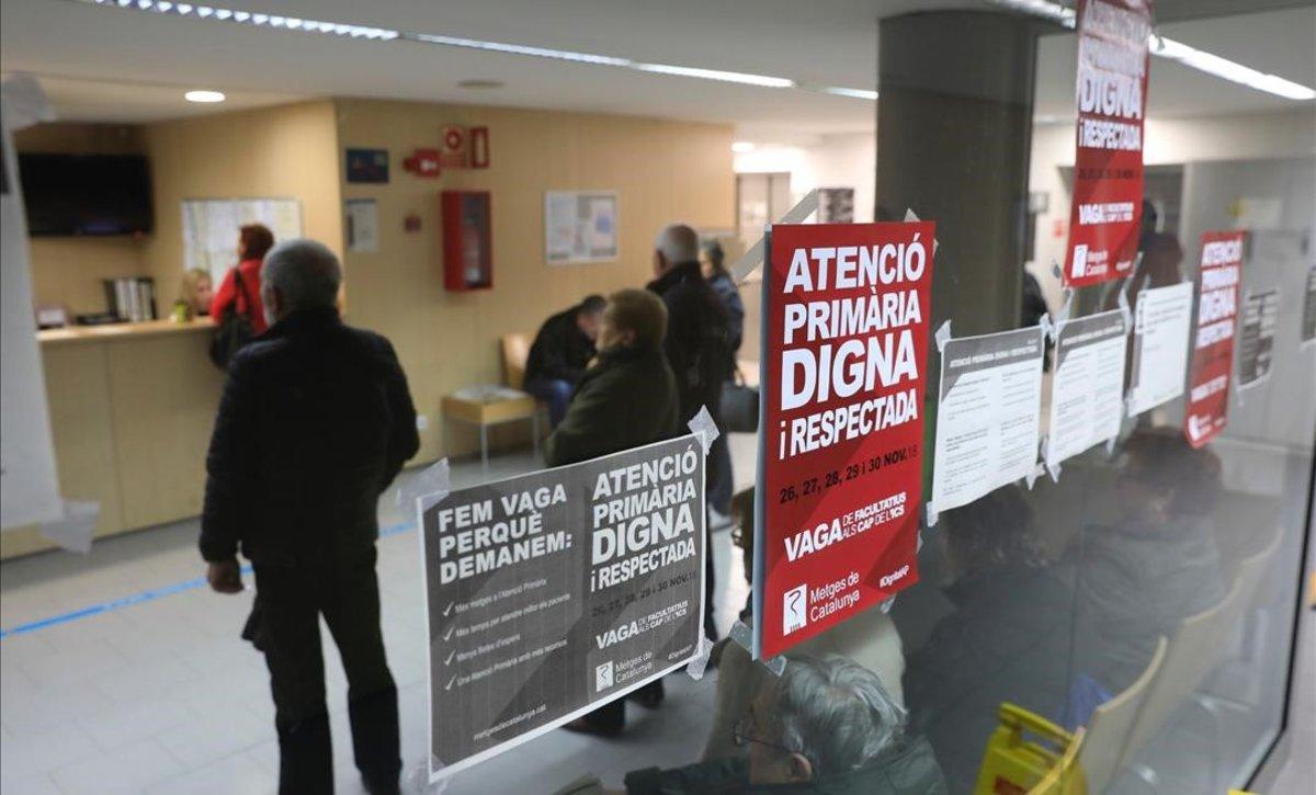El CAP Poblenou, con carteles de la huelga.