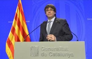 El president Puigdemont en la rueda de prensa de presentación del plan de Govern.