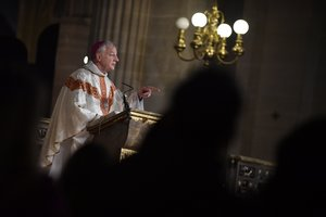 Paris (France), 25/12/2019.- Bishop Philippe Marsset leads a midnight mass for Christmas at the Saint Germain l'Auxerrois church in Paris, France, 25 December 2019. French officials confirmed on 21 December 2019 that Notre Dame will not hold a traditional Christmas mass for the first time since 1803, as works continue on the cathedral eight months after a devastating fire that broke out on 15 April 2019. (Incendio, Francia) EFE/EPA/JULIEN DE ROSA