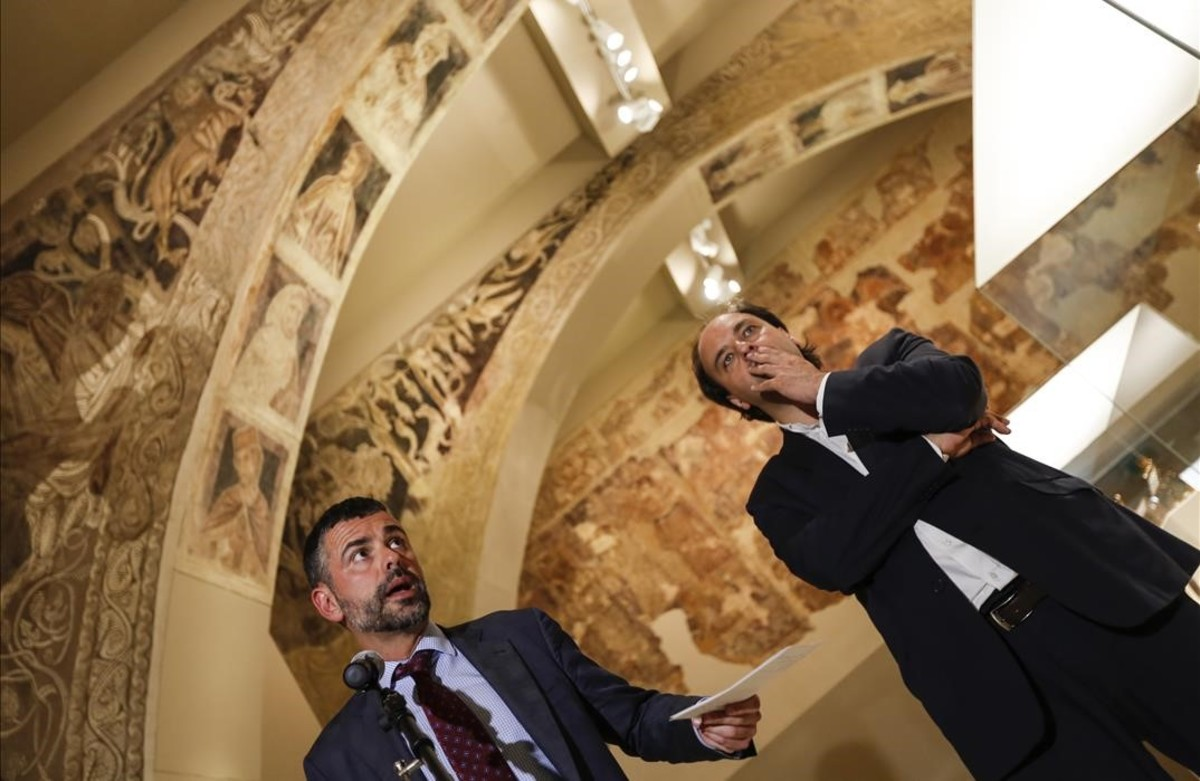 El 'conseller'Santi Vila y Pepe Serra, director del MNAC (derecha), durante una rueda de prensa sobre Sijena.