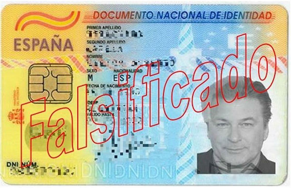 DNI falsificado con la foto de Alec Baldwin que utilizaba el falsificador detenido.