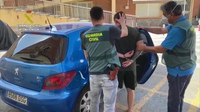 Dos personas han sido detenidas, una en el Reino Unido y otra en Murcia, como supuestos autores del asesinato a tiros de una persona ocurrido en noviembre de 2019 en Mijas (Málaga), al parecer por la rivalidad entre dos organizaciones dedicadas al tráfico de drogas en la Costa del Sol.