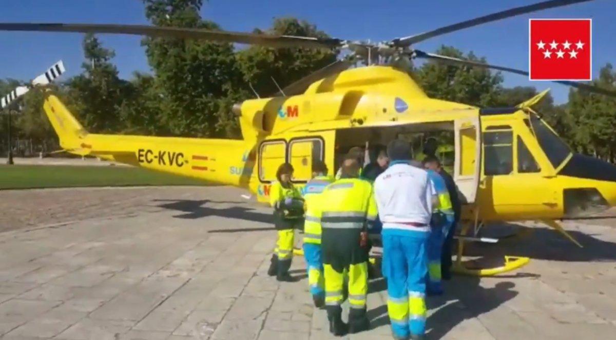 El joven fue trasladado hasta el hospital 12 de Octubre en helicóptero | FUENTE: 112 Comunidad de Madrid.