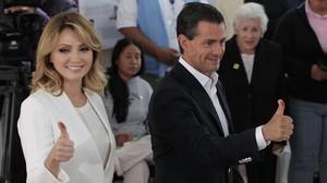 Enrique Peña Nieto y su esposa Angélica Guevara..