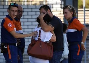 Familiares de las víctimas a las afueras del hospital Pasteur.