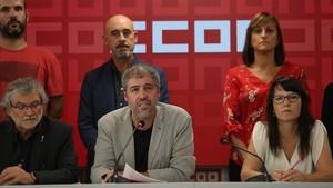 Unai Sordo, secretario general de CCOO, y otris miembros de la comisión ejecutiva del sindicato, esta tarde.