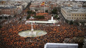 PP, Cs i Vox punxen en la seva manifestació contra Sánchez