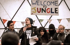 Jude Law, durante su intervención en el campamento de refugiados de Calais.