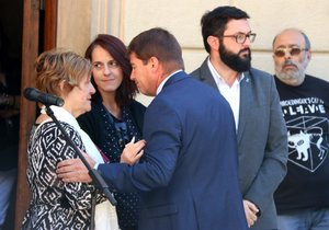 Més de 200 persones condemnen a Sabadell la mort d'un nen en mans del seu pare
