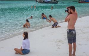 """La última foto viral: """"Cuando eres un tonto más haciéndole fotos a tu chica para Instagram"""""""