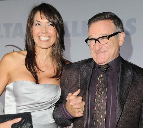 Fotografía de archivo de Robin Williams con su esposa Susan Schneider.