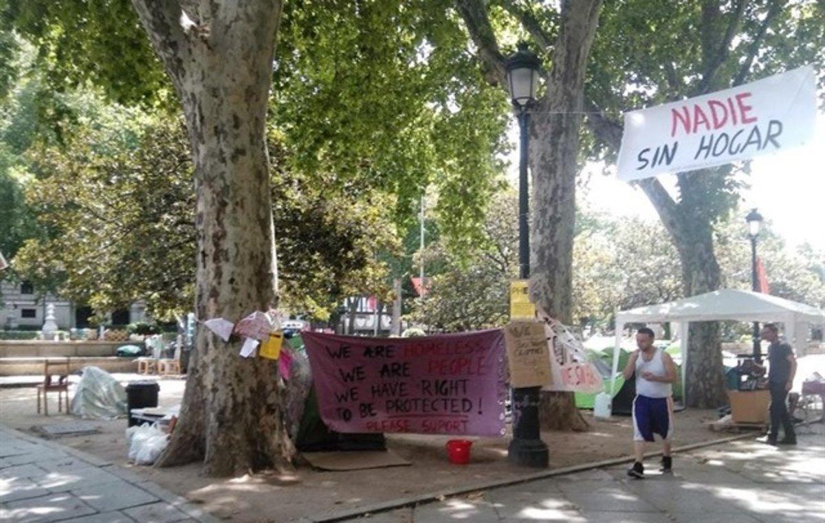 La acampada de personas sin techo en el Paseo del Prado.