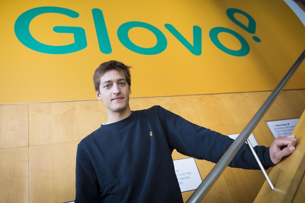 El consejero delegado de Glovo,Óscar Pierre, en las oficinas de la empresa en Barcelona.