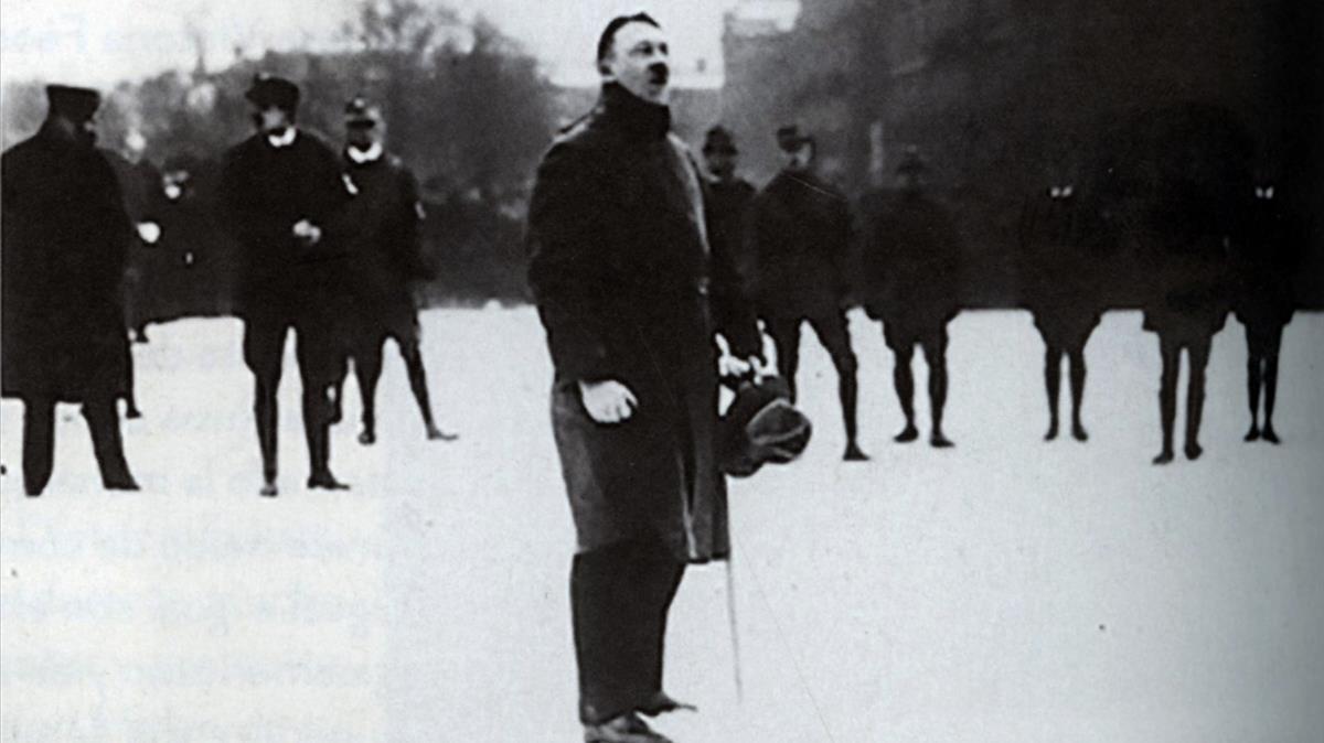 Hitler, en el mitin de su partido en enero de 1923.