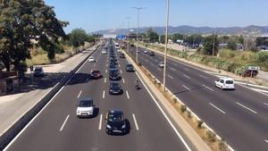 La tranquila manifestación de taxistas del aeropuerto a Barcelona, esta mañana.