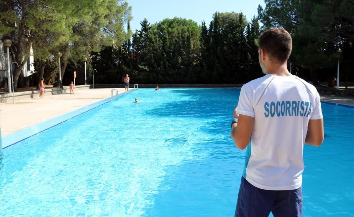 Imagen de archivo de una piscina municipal.