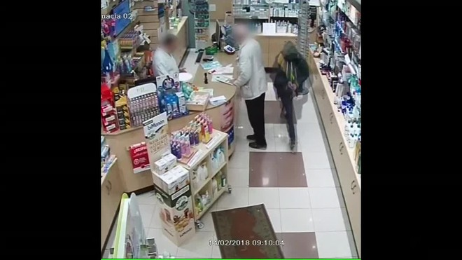 Un hombre que fue detenido por atracar ocho farmacias de Barcelona armado con un cuchillo en un intervalo de tres días.
