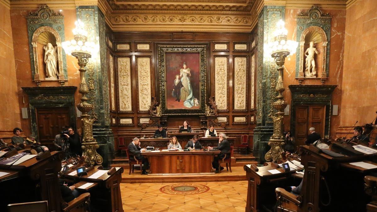 Inicio del pleno municipal del ayuntamiento de Barcelona.