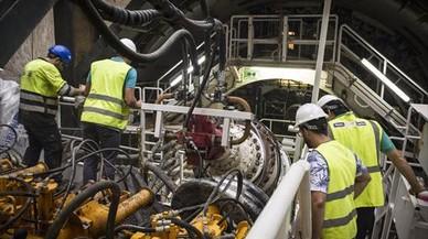 La tuneladora del tren a la T-1 de El Prat estará seis meses parada