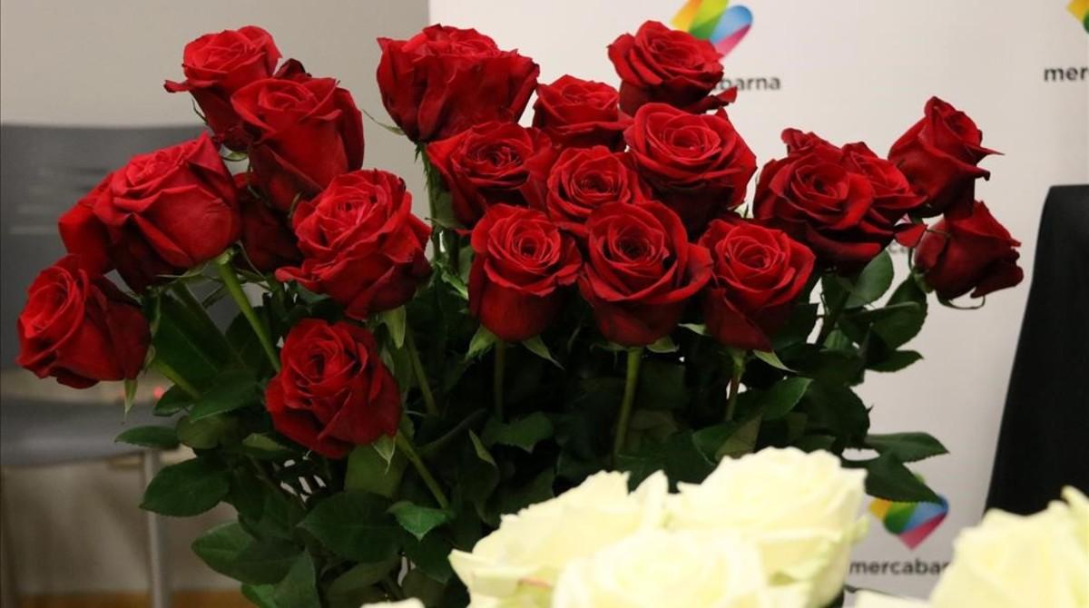 Els floristes temen vendre menys roses per Sant Jordi a causa de la proximitat de la Setmana Santa