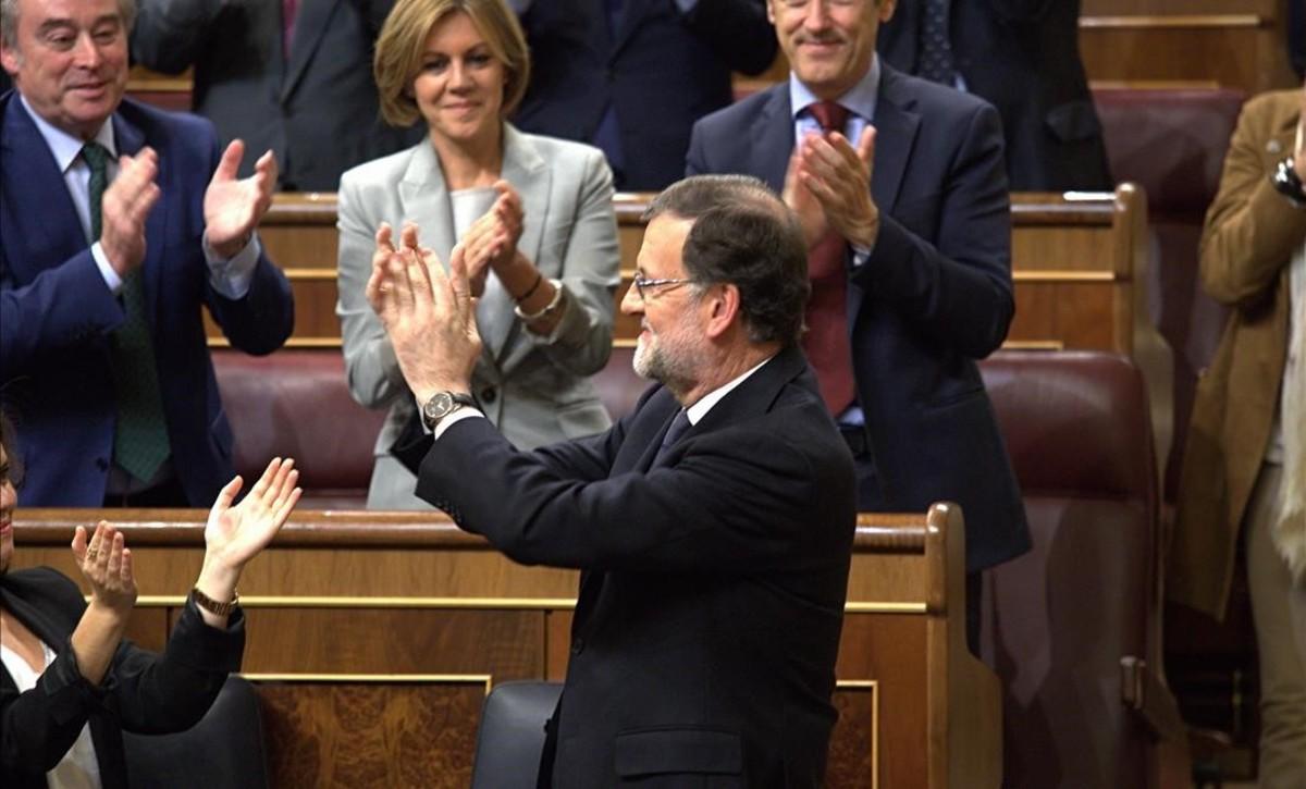 El presidente del Gobierno, Mariano Rajoy, tras ser reelegido por el Congreso.