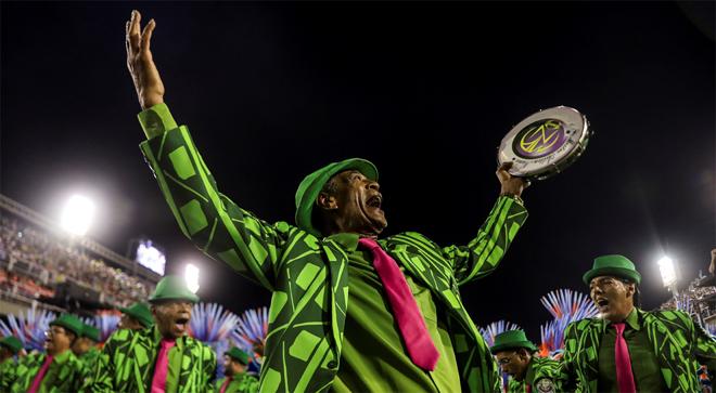 VÍDEO | Una baralla multitudinària desllueix el Carnaval de Rio