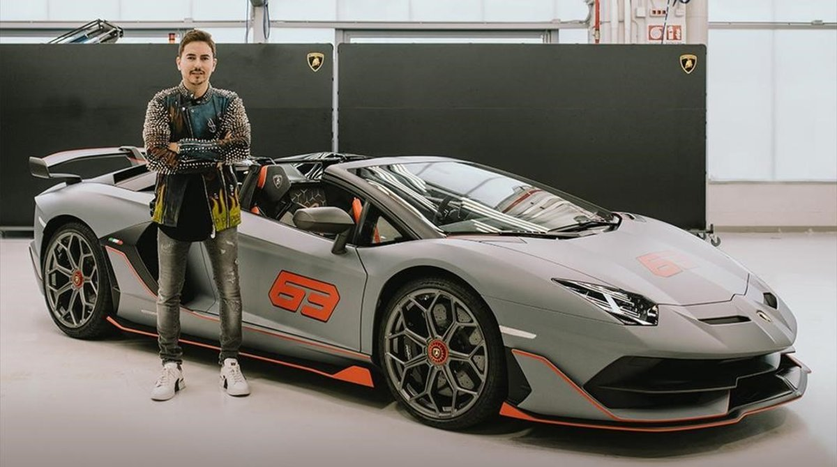 --CARROS-- Jorge-lorenzo-junto-nuevo-lamborghini-aventador-svj-roadster-1593249635320