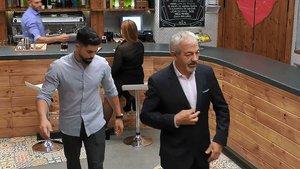 José María marchándose del restaurante de 'First Dates', dejando plantada a Rocío.