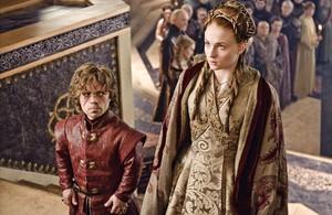 Los actores Peter Dinklage y Sophie Turner, en la serie de la HBO Juego de tronos.