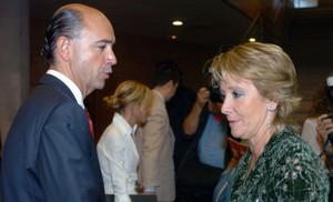 Lamela, fichado por la empresa de ambulancias a la que adjudicó millones siendo consejero de Sanidad madrileño