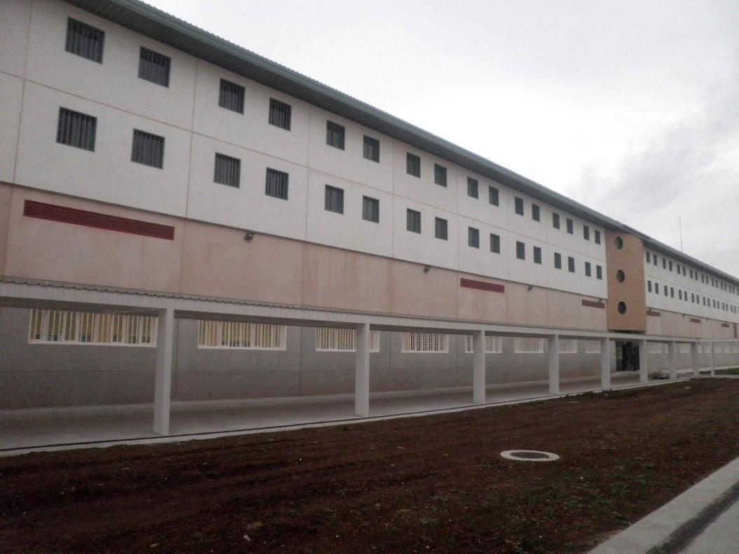 Fotografía facilitada por el Ministerio del Interior de la cárcel de Archidona (Málaga) donde setrasladana losinmigrantes que han llegadoa las costas de Murcia.