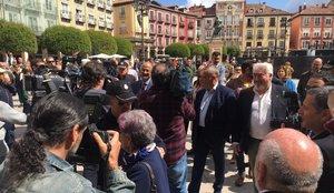 15 de junio del 2019. CONSTITUCION DE LOS AYUNTAMIENTOS. BURGOS. Los concejales de Cs en Burgos llegan escoltados al Ayuntamiento y ante gritos de fuera, fuera. Llegada de los concejales de Cs. 15/06/2019 FOTO DE EUROPA PRESS.