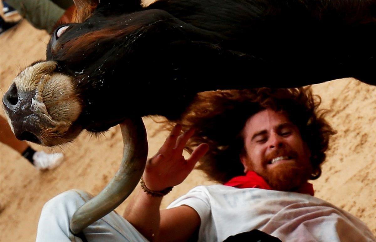 Llegada de los mozos a la plaza de toros en las fiestas deSan Fermín en Pamplona.