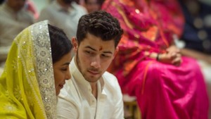 Priyanka Chopra i Nick Jonas es comprometen pel ritu hindú