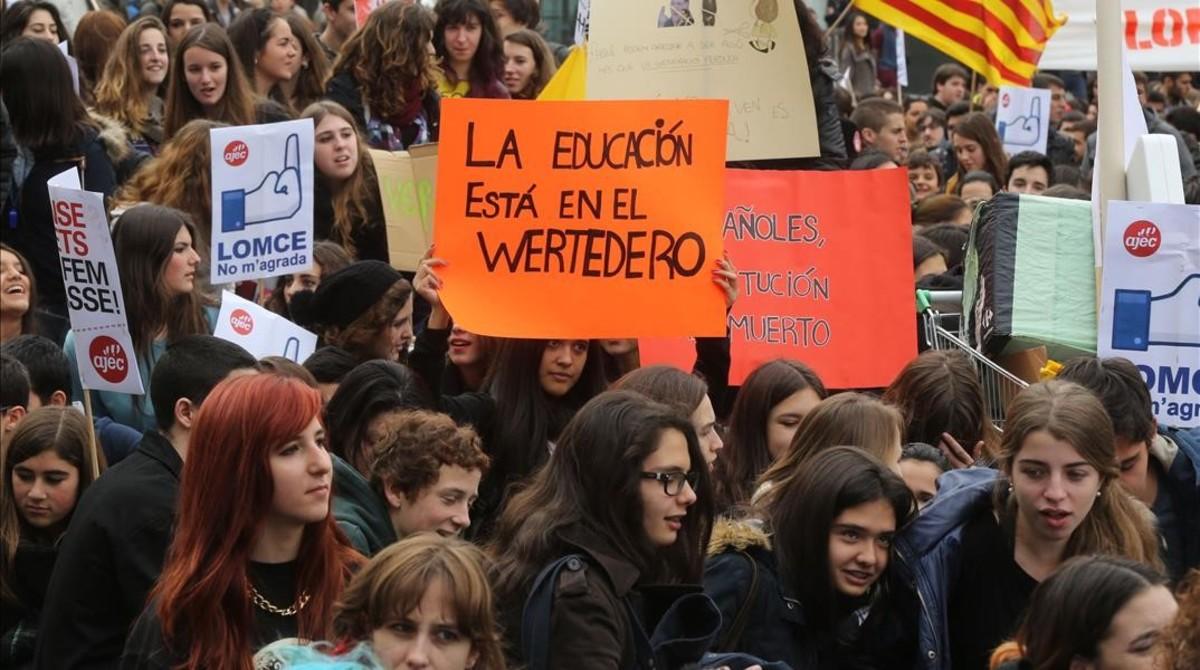 Manifestación de estudiantes de Bachillerato contra la Lomce en Barcelona.