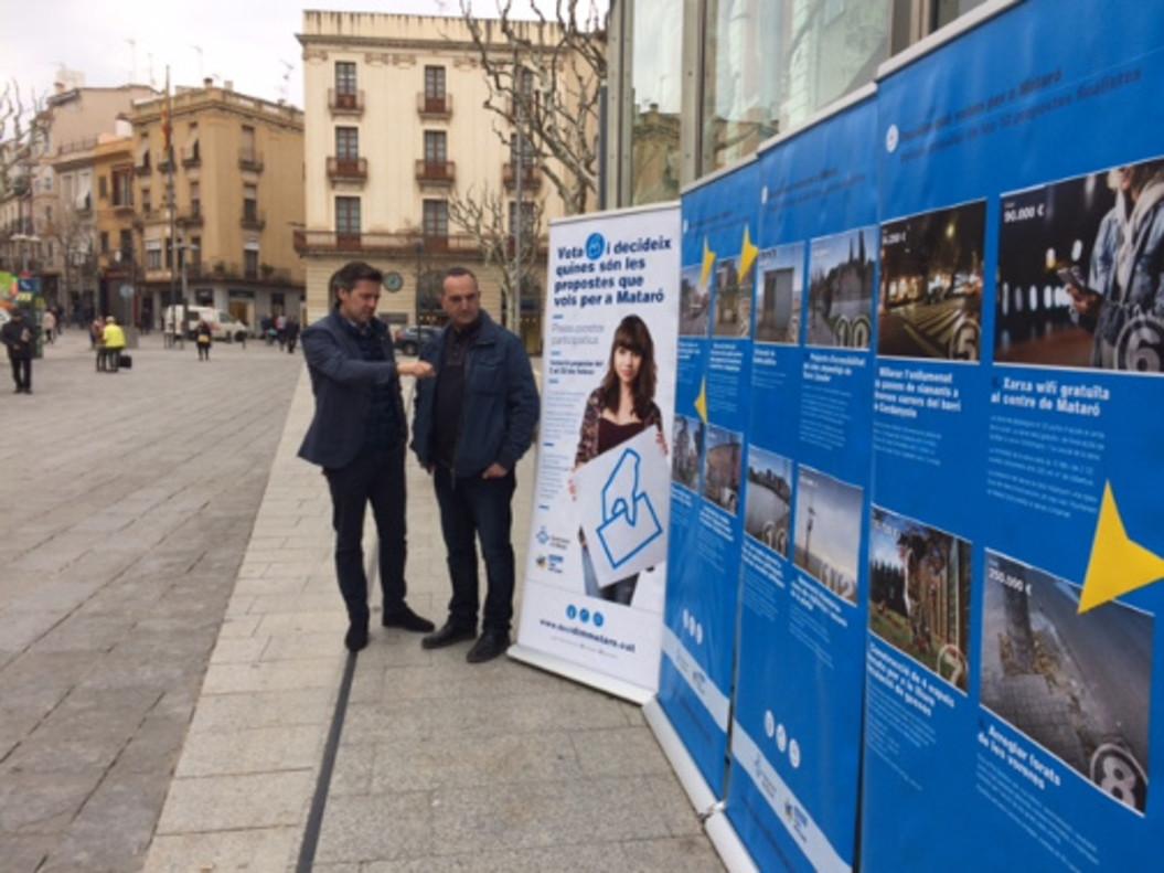 Los regidores Miquel Àngel Vadell y Juan Carlos Jerez en la plaza de Santa Anna.