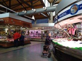El mercado de Santa Eulàlia, en LHospitalet, esta mañana
