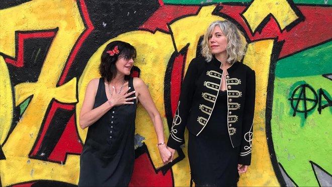 La micropoetisa Ajo (izquierda) y la actriz, disyóquey y multiinstrumentista Min, en una imagen reciente.