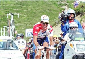 El ciclista navarro Miguel Indurain subiendo Hautacam en el Tour de 1996.