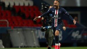 Neymar celebra el cabezazo que le dio el 1-0 al Paris SG ante el Dortmund.