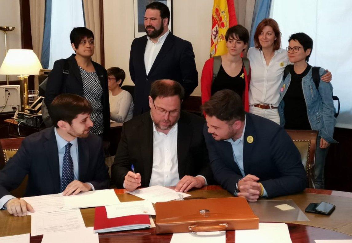 Oriol Junqueras recoge su acta de diputado.