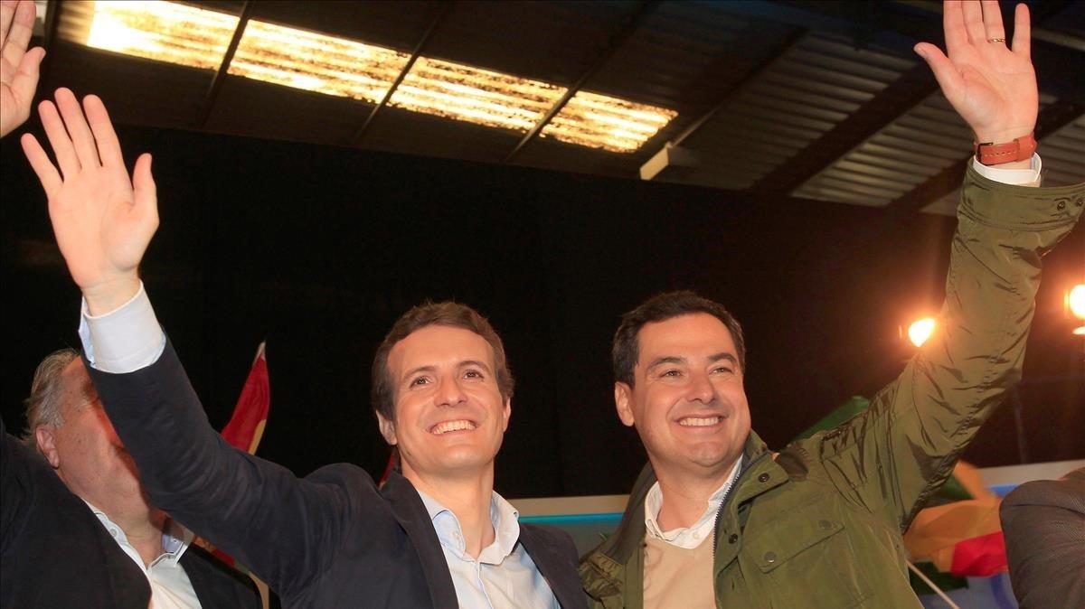 Pablo Casado y Juan Manuel Moreno, en un mitin del PP en Algeciras, el pasado 18 de noviembre.
