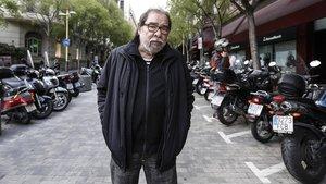 El periodista Àngel Casas, en la calle de Tuset