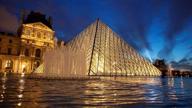 La pirámide del Louvre cumple 30 años.